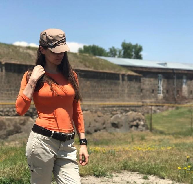 Người đẹp 'bốc lửa' trở thành phát ngôn viên Bộ Quốc phòng Nga ảnh 10