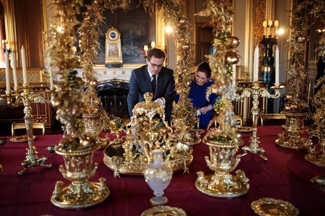 Hoàng gia Anh trị giá 80 tỷ bảng ảnh 2