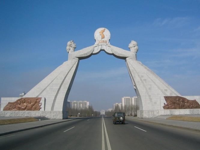 Sửng sốt với những công trình kỳ vĩ của Triều Tiên ảnh 1