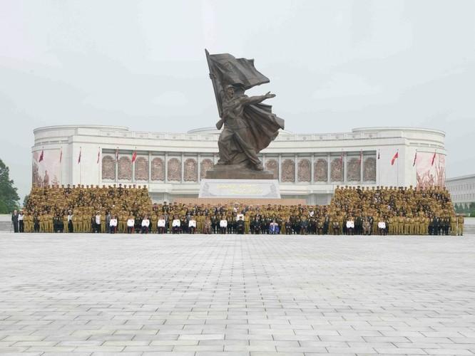 Sửng sốt với những công trình kỳ vĩ của Triều Tiên ảnh 13
