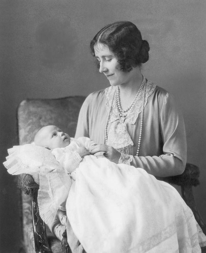 Hoàng gia Anh với những chiếc nhẫn đính hôn theo dòng lịch sử ảnh 1