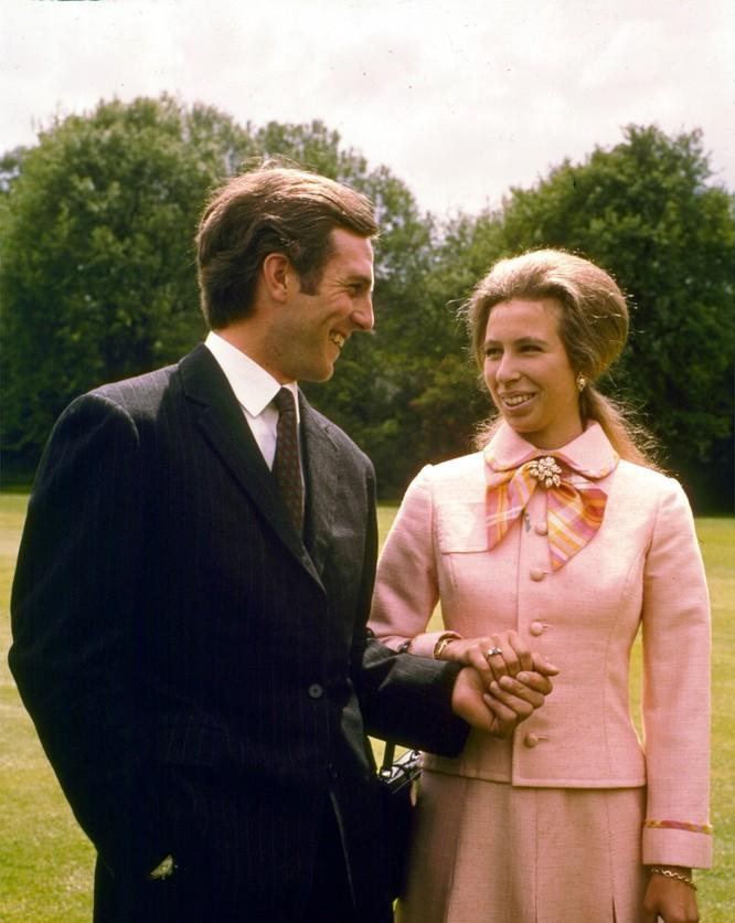 Hoàng gia Anh với những chiếc nhẫn đính hôn theo dòng lịch sử ảnh 6
