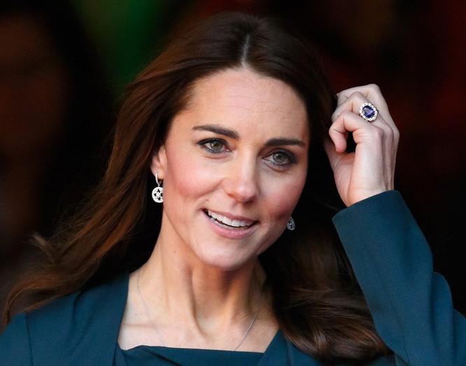 Hoàng gia Anh với những chiếc nhẫn đính hôn theo dòng lịch sử ảnh 11