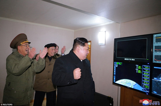 Triều Tiên phóng tên lửa ICBM: Ông Kim Jong un cười mãn nguyện, thế giới chấn động ảnh 4