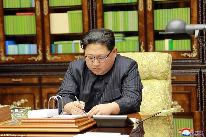 Triều Tiên phóng tên lửa ICBM: Ông Kim Jong un cười mãn nguyện, thế giới chấn động ảnh 17
