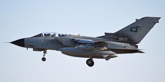 Phiến quân Houthi tuyên bố bắn hạ máy bay Ả rập Xê út ảnh 1