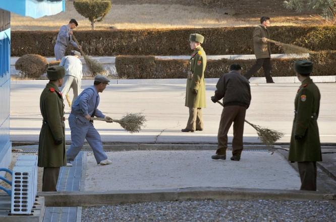 Cận cảnh Bàn Môn Điếm - Nơi mặt đối mặt giữa hai miền Triều Tiên ảnh 7