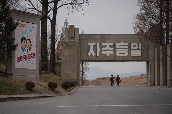 Cận cảnh Bàn Môn Điếm - Nơi mặt đối mặt giữa hai miền Triều Tiên ảnh 10