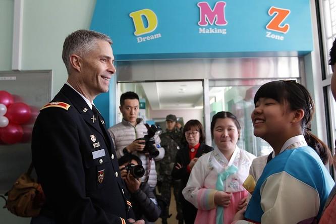Cận cảnh Bàn Môn Điếm - Nơi mặt đối mặt giữa hai miền Triều Tiên ảnh 13
