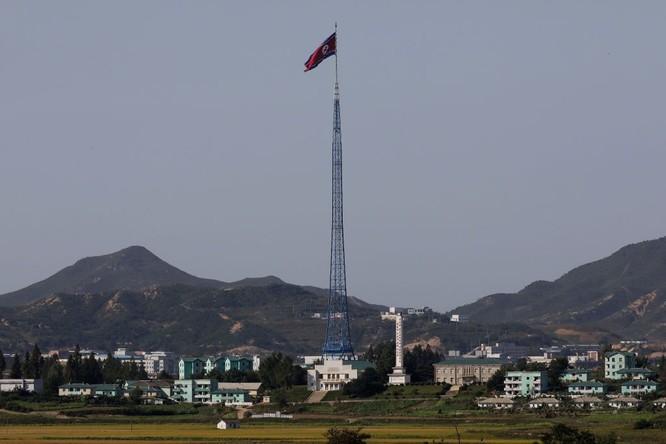 Cận cảnh Bàn Môn Điếm - Nơi mặt đối mặt giữa hai miền Triều Tiên ảnh 21