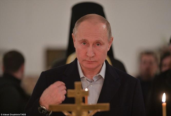 Ông Putin ngâm mình trong hố băng giữa kỳ đông buốt giá ảnh 5