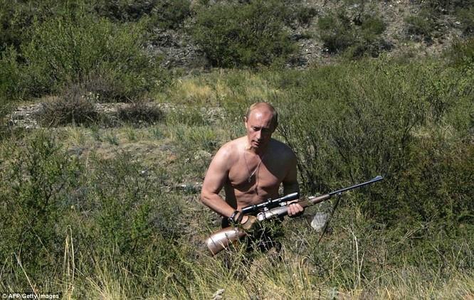 Ông Putin ngâm mình trong hố băng giữa kỳ đông buốt giá ảnh 7