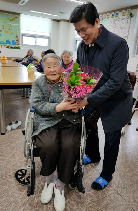 Mẹ HLV Park Hang-seo đang ở viện dưỡng lão, muốn sang Việt Nam thăm con trai ảnh 2