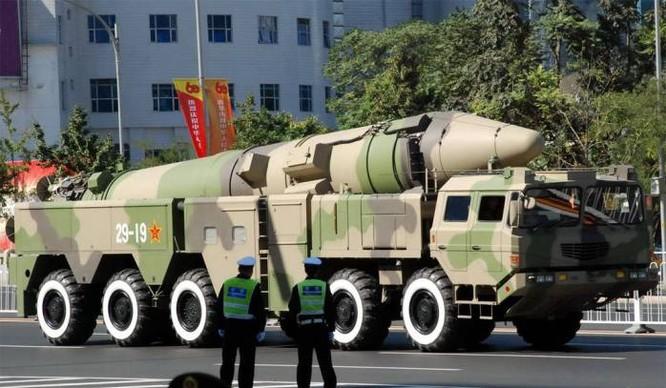 Tên lửa đạn đạo DF-21D của Trung Quốc.