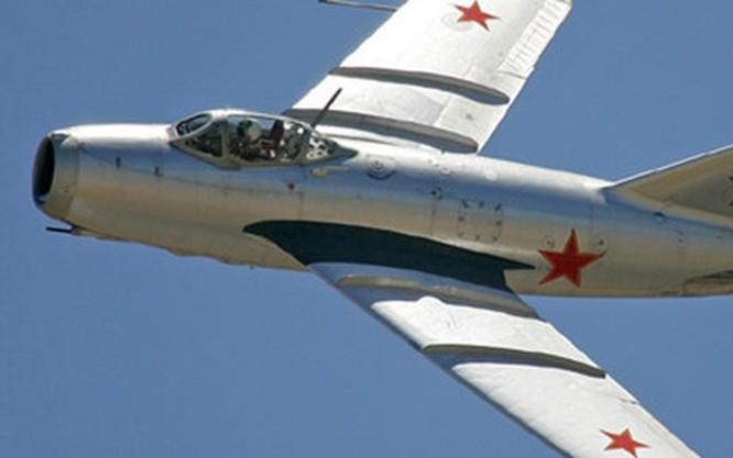 Máy bay Liên Xô MiG-15.