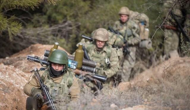 Quân Thổ Nhĩ Kỳ tiến vào tây bắc Syria và có thể sẽ hành quân tới Manbij nơi Mỹ đóng quân.