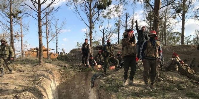 Ngoài quân đội thường trực, Thổ Nhĩ Kỳ sử dụng các nhóm phiến quân tại Syria để đánh lại người Kurd.