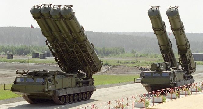 Hệ thống tên lửa S-300 do Nga chế tạo.