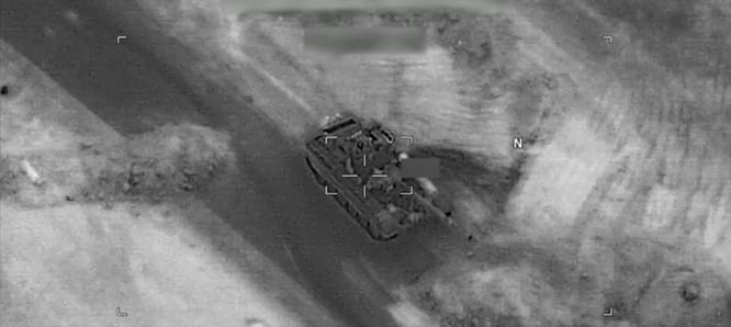 Một xe tăng Nga trong tầm ngắm của máy bay không người lái Mỹ.