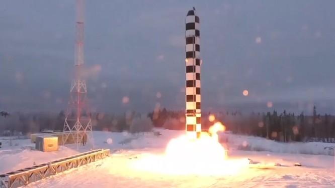Ông Putin tuyên bố vũ khí hạt nhân mới của Nga không thể bị đánh chặn.