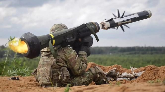 Để đáp trả vũ khí hạt nhân Nga, Mỹ tuyên bố bán tên lửa chống tăng Javelin cho Ukraine.
