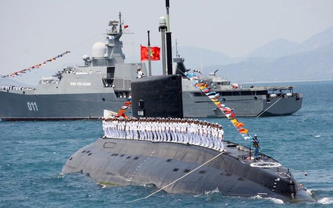 Hải quân Việt Nam trên tàu ngầm lớp Kilo.