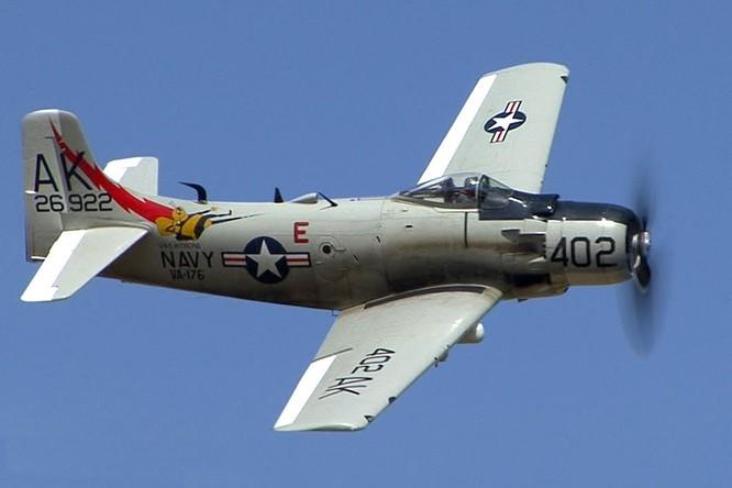 Máy bay chiến đấu A-1 Skyraider.