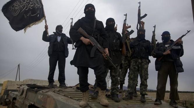 Phiến quân Hồi giáo tại Syria do các nhân viên tình báo Mỹ và Anh huấn luyện, chỉ huy.