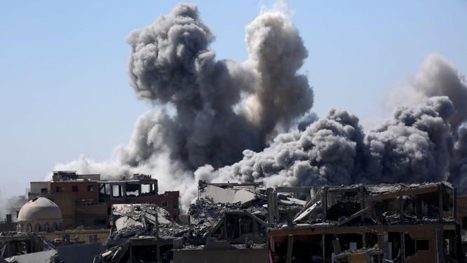 Nhiều thông tin cho rằng Nga tiếp tục tấn công tại đông Ghouta để trả đũa cho việc Mỹ đánh bom lính đánh thuê của Nga tại Deir Ezzor.