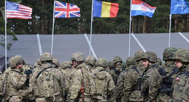 Liên quân NATO.