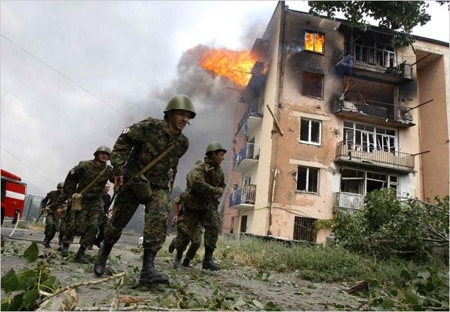 8.8.2008, khi tổng thống Putin đang tham dự khai mạc Olympic tại Bắc Kinh, Georgia đã triển khai hành động quân sự, tấn công vào khu vực ly khai Nam Ossetia. Ngay tại Bắc Kinh, ông Putin đã ra lệnh khai hỏa. Quân đội Nga đã tấn công các đơn vị Georgia tại Nam Ossetia rồi sau đó tiến sâu vào lãnh thổ nước này.