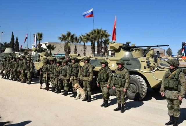 Lính kỹ thuật của Nga chuẩn bị rời Aleppo.