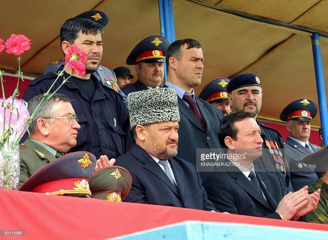 Tổng thống Chechnya Akhmad Kadyrov bị ám sát năm 2004 trong một vụ đánh bom tại sân vận động.