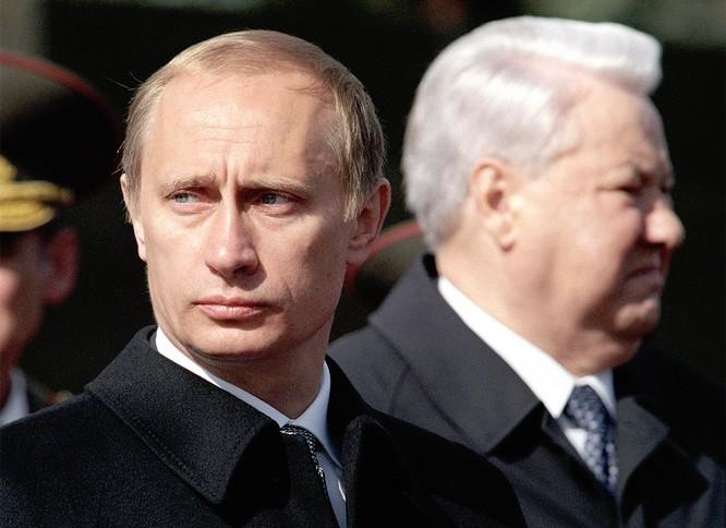 Quyền tổng thống Nga Putin năm 2000 và cựu tổng thống Boris Yeltsin.