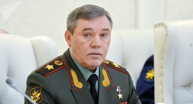 Tổng tham mưu trưởng Valery Gerasimov đe dọa Nga sẽ trả đũa nếu tính mạng binh sĩ Nga gặp nguy hiểm trong các cuộc tấn công của Mỹ.