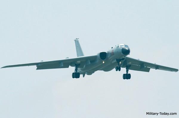 Máy bay ném bom chiến lược tầm xa H6-K.