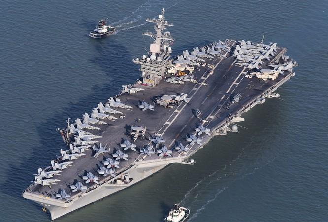 Tàu sân bay USS Theodore Roosevelt đang diễn tập FONOP tại Biển Đông.