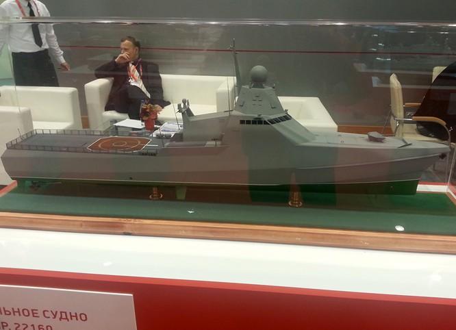 Mô hình tàu hộ vệ tên lửa tàng hình thuộc dự án 22160.