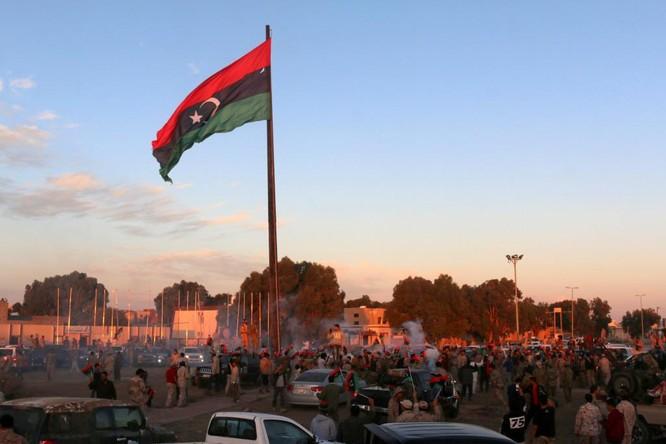 Libya đổ nát và xung đột liên miên sau
