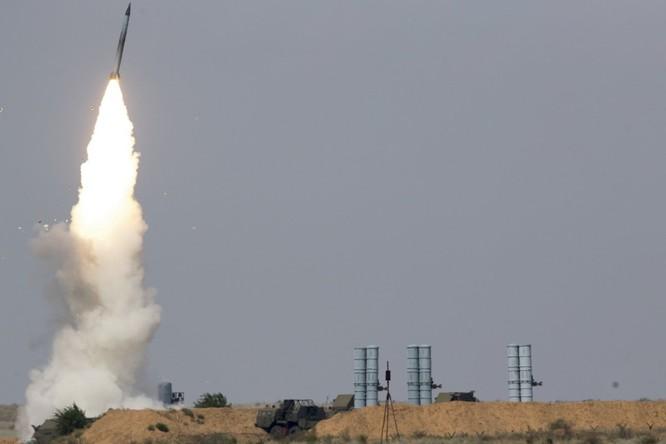Căn cứ không quân Syria bị tấn công bằng tên lửa ảnh 2