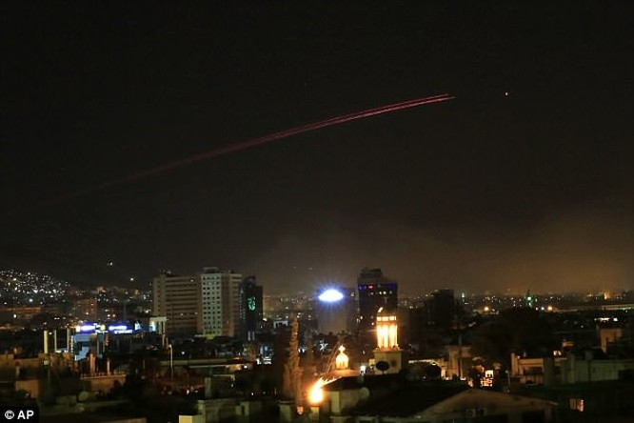 Phòng không Syria hạ 13 tên lửa Mỹ trên bầu trời Damascus ảnh 1