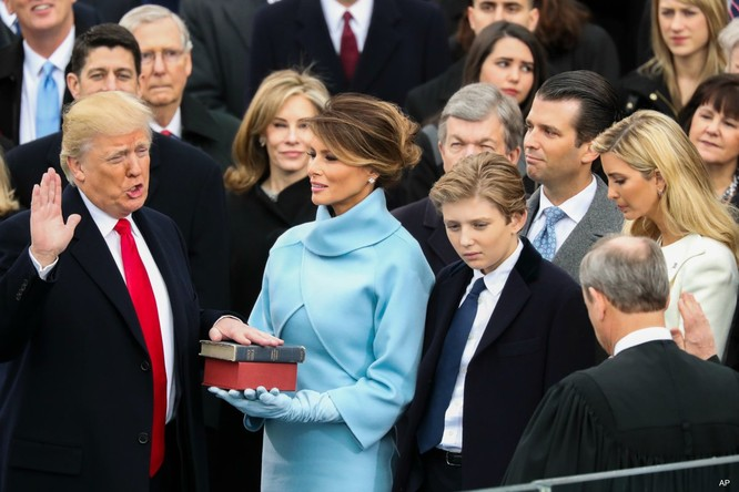 """Trump tới tấp ra đòn, giới """"diều hâu"""" Trung Quốc đau đầu luận giải ảnh 2"""