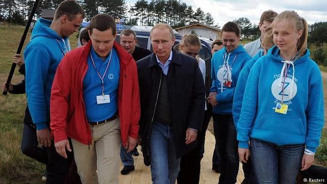 """V.Putin lèo lái đất nước: Giới trẻ muốn Nga thành siêu cường, không """"chơi"""" với Mỹ bằng mọi giá ảnh 4"""