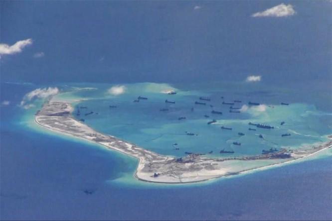"""Mỹ """"chơi rắn"""", ra tay khống chế đảo nhân tạo phi pháp Trung Quốc ở Biển Đông ảnh 2"""