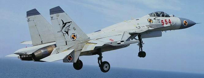 J-15 nhái động cơ khiến tàu sân bay Trung Quốc thiếu máy bay ảnh 1