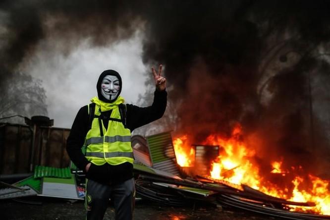 Tình trạng Gilê vàng bạo loạn tại Pháp mang ý nghĩa gì? ảnh 1
