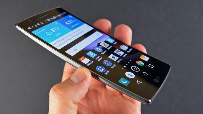 """7 điện thoại """"quảng cáo hay, dùng dở tệ"""" ảnh 3"""