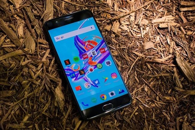 """6 smartphone có thời lượng pin """"khủng"""" nhất ảnh 1"""