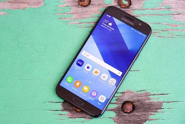 """6 smartphone có thời lượng pin """"khủng"""" nhất ảnh 5"""