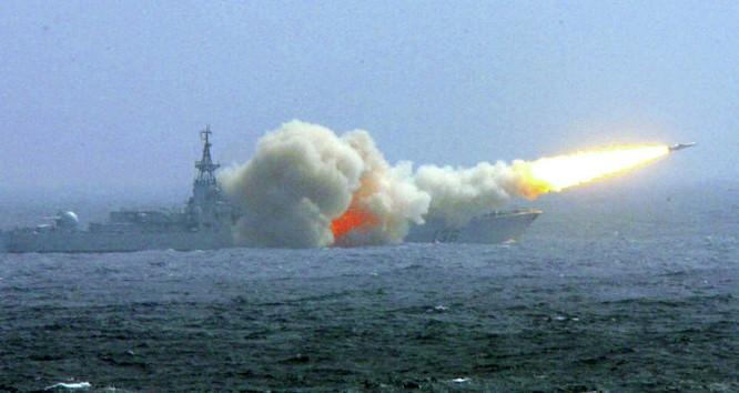 Tàu Hải quân TQ tập trận bắn tên lửa ở Biển Đông để thị uy, phô trương sức mạnh, yểm hộ tham vọng bành trướng lãnh thổ.